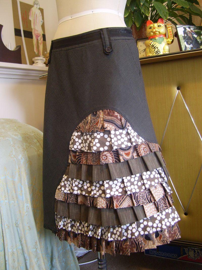 Peacock skirt quarter