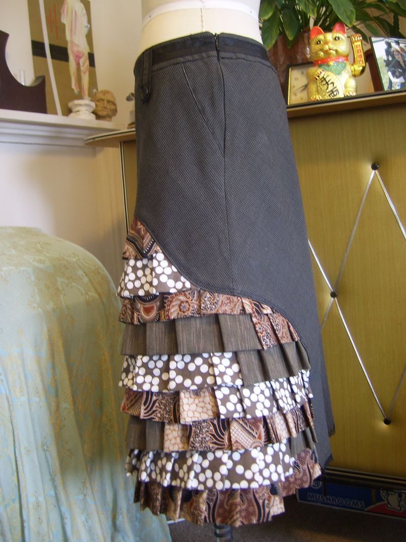 Peacock skirt side